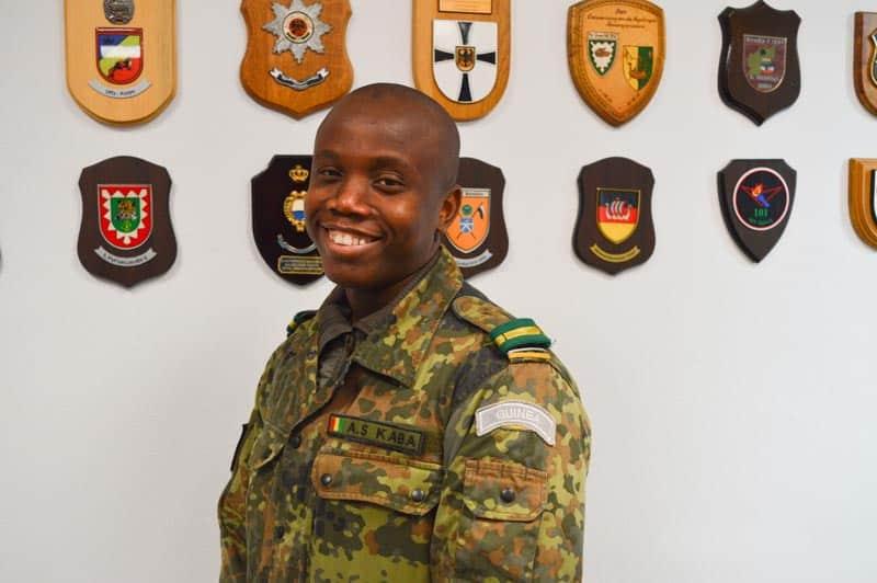 "Kadett Kaba aus Guinea im Truppenpraktikum bei der ""Roten Zwoten"""