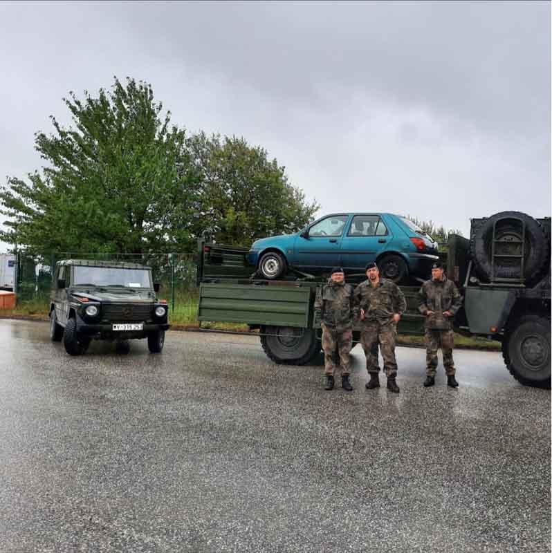 """Soldaten der 3./ holen die gestifteten Altautos für den """"Endaufbrauch"""" in der Ausbildung ab"""