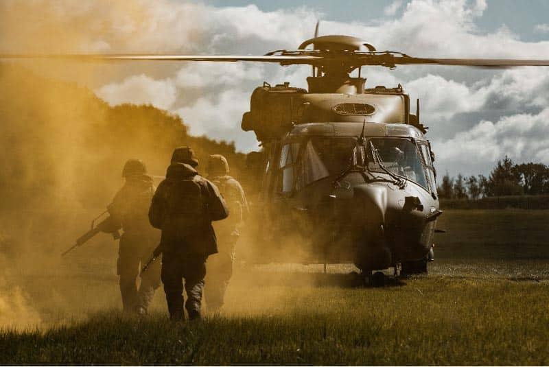 Endspurt – Nach zwei Wochen Übung erreichen die Soldaten den rettenden Hubschrauber NH-90