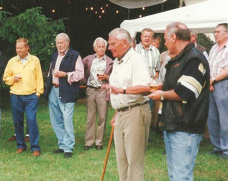 Archivbild 1997: Oberst a.D. Herrmann - gern gesehener Teilnehmer in geselliger Runde